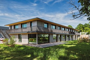 Nachhaltig, energieeffizient, weitestgehend aus Naturmaterialien errichtet und geplant von lattkearchitekten: Der großflächig verglaste Holzbau ist ein Baustein auf den Konversionsflächen Sheridan-Park in Augsburg