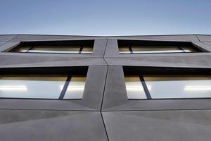 Der zip-Screen-Sonnenschutz ist bis zu einer Windgeschwindigkeit von 90 km/H und bis zu einer Fläche von 18 m² windstabil<br />