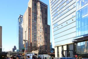 """""""Hudson Yards"""" mit """"10 Hudson Yards"""" rechts im Anschnitt. Blick aus der 10th Avenue"""