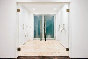 Alarmanlage sowie Tür-und Fensterkontakte werden durch EIB/KNX geregelt<br />