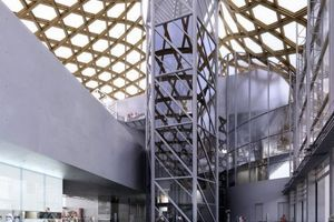 Zentrales Atrium im Centre Pompidou Metz, Metz/F (Arch.: Shigeru Ban)