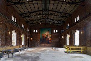 Das alte Pumpenhaus dient heute als Eingangshalle mit Ticketschaltern und einigen Sitzgelegenheiten sowie für die temporäre Fotoausstellungen