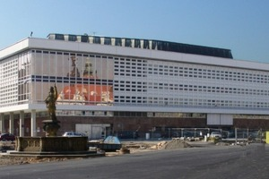 Nord-Ansicht Kulturpalast (r.: das Johanneum, Rekonstruktion 1954-68)<br />