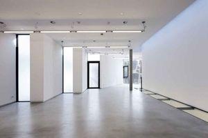 Galerieraum 1. OG mit viel Tageslicht