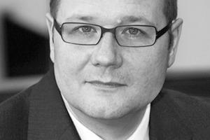 """<div class=""""autor_linie""""></div><div class=""""dachzeile"""">Autor</div><div class=""""autor_linie""""></div><div class=""""fliesstext_vita""""><span class=""""ueberschrift_hervorgehoben"""">Dr.-Ing. Rainer Henseleit</span> ist seit über zehn Jahren Geschäftsführer des vdd IndustrieverbandBitumen-Dach- und Dichtungsbahnen e.V., Frankfurt a.M. </div><div class=""""fliesstext_vita"""">In der nationalen und europäischen Normungsarbeit vertritt er die Interessen der im vdd zusammengeschlossenen Bitumenbahnenhersteller.</div><div class=""""autor_linie""""></div><div class=""""fliesstext_vita"""">Informationen unter: <a href=""""http://www.derdichtebau.de"""" target=""""_blank"""">www.derdichtebau.de</a></div>"""