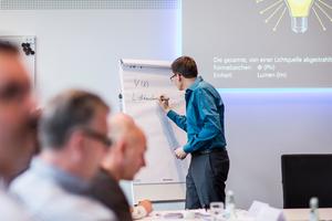 Wichtige technische Grundlagen werden am Anfang erklärt, sie sind die Basis für ein Verständnis der Zusammenhänge in der Lichtplanung