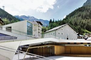 Die Konstruktion des Neubaus ist als Faltwerk in Stahlbeton mit Sichtbetonoberflächen ausgeführt