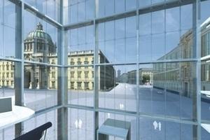 2. Preis: Kaspar Kraemer Architekten, Köln, diese Simulation möchte den Eindruck erwecken, hier werde nichts verborgen (ehemaliges Staatsratsgebäude rechts)