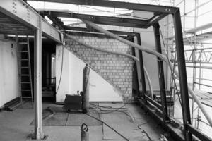 Mit einer leichten Stahl-<br />konstruktion und einer etwas freier interpretierten 400m<sup>2</sup>-Regel der Berliner Bauordnung für Brandabschnitte war es möglich diese Fenster-lösung umzusetzen<br />