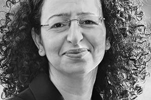 """<div class=""""autor_linie""""></div> <div class=""""dachzeile"""">Autorin</div> <div class=""""autor_linie""""></div> <div class=""""fliesstext_vita"""">Prof. Dr.-Ing. Lamia Messari-Becker studierte Bauingenieurwesen an der TU Darmstadt. Nach Tätigkeiten in Ingenieurbüros war sie Wiss. Mitarbeiterin an der TU Darmstadt. Im Jahr 2005 absolvierte sie ein Aufbaustudium für Management an der TU Karlsruhe (heute KIT). 2006 legte sie ihre Dissertation ab. Von 2009 bis 2014 baute sie den FB Nachhaltigkeit &amp; Bauphysik bei Bollinger + Grohmann auf. Bis 2014 war sie dort Partnerin. Seit 2014 leitet sie den Lehrstuhl Gebäudetechnologie und Bauphysik im Department Architektur der Universität Siegen.</div> <div class=""""autor_linie""""></div> <div class=""""fliesstext_vita"""">Kontakt: www.gub.architektur.uni-siegen.de</div>"""
