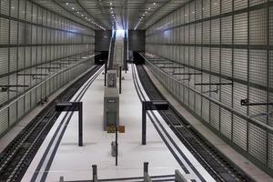 Der preisgekrönte S-Bahnhof Wilhelm-Leuschner-Platz, Arch.: Max Dudler