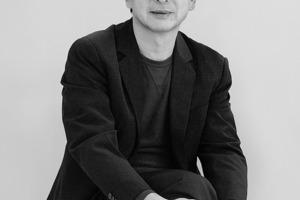 """<div class=""""fliesstext_vita""""><strong>Toyo Ito </strong></div><div class=""""fliesstext_vita"""">wurde 1941 im von Japan annektierten Korea geboren.</div><div class=""""fliesstext_vita"""">1965 schloss Ito sein Studium der Architektur an der Universität Tokio ab. Von 1965 bis 1969 arbeitete er für das Architekturbüro Kiyonori Kikutake Architects and Associates. 1971 gründete Ito sein eigenes Büro unter dem Namen Urban Robot in Tokio. Der Name wurde 1979 in Toyo Ito &amp; Associates Architects geändert.</div>"""
