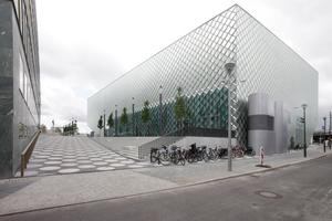 Nordseite, links das Ministerium, rechts (nicht auf dem Foto) die Hochbahntrasse Hauptbahnhof-Ostbahnhof