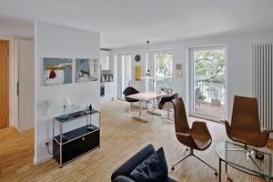 Die Wohnungen mit offenem Grundriss gehen fast nahtlos in den Außenbereich (Balkon) über