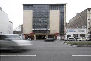 Kant-Garagen von der Kantstraße aus