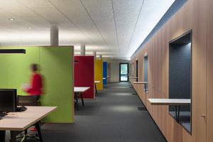 Das Licht geht mit: Beim Betreten der Räume sorgen Sensoren dafür, dass das Licht automatisch eingeschaltet wird. So findet man nirgendwo im Gebäude mehr Schalter an den Wänden