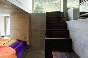 Beton und Holz werden kombiniert mit Farbe in der Inneneinrichtung<br />
