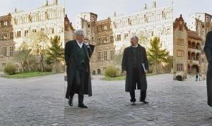"""<strong>Max Dudler auf der Terrasse """"seines"""" Besucherzentrums / Im Spaziergang im Innenhof des Heidelberger Schlosses an der Seite von Werner Oechslin</strong><br />"""