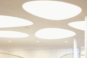 Die dynamische Fassadengestaltung wurde von 3deluxe für eine Betrachtung in Augenhöhe und kurzer Distanz entwickelt