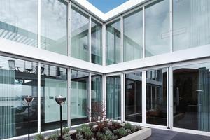 """<div class=""""5.6 Bildunterschrift"""">Die Fassadenplatten Reynobond® sind leichter als Stahl, aber besonders witterungs- und formbeständig. Zudem lassen sie sich einfach verarbeiten und montieren</div>"""