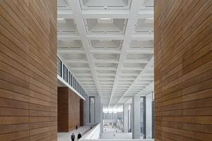 links: Westliche Eingangshalle<br />