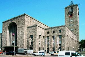 """Der Kopfbahnhof in Stuttgart, nach seinem Architekten auch """"Bonatz-Bau"""" genannt"""