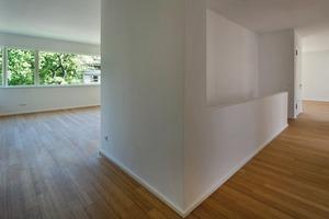Die Räume innerhalb der Wohnungen sind deutlich gegliedert. Jede Wohnung hat einen großen, offenen Wohnraum