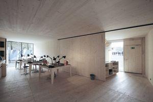 Drei Arbeitsräume um ein Zentrum, der vierte Raum ist der Empfang (hier rechts)