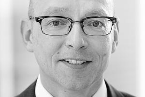 Diplom-Ökonom Michael Neitzel ist seit 2001 Geschäftsführer des InWIS - Institut für Wohnungswesen, Immobilienwirtschaft, Stadt- und Regionalentwicklung an der EBZ Business School und der Ruhr-Universität Bochum. Er war als Projektleiter der wissenschaftlichen und technischen Begleitung der Baukostensenkungskommission tätig.