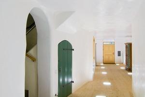 """<div class=""""13.6 Bildunterschrift"""">Die Wände des Hausgangs erhielten neuen Glanz  durch einen Spachtelauftrag mit KalkGlätte </div>"""
