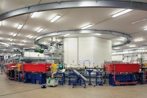 Ein Serverpark im Obergeschoss regelt die gewaltige Anlage. Von der imposanten Technik, den Kabelsträngen, den bunkerartigen Abschirmwänden, den gewaltigen Lüftungskanälen und Entrauchungsglocken bekommen die Patienten nichts mit