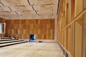 Das Raum-im-Raum-Konzept wurde aus Kostengründen und aufgrund der kurzen Bauzeit konsequent in Trockenbauweise ausgeführt