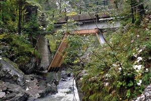 Die bestehende Kohlhaldenbrücke ist eine Stahlbetonplattenbrücke mit einer Stützweite von 20,0m