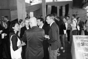Gespräche über die Veranstaltung und den gezeigten Film über das Dreischeibenhaus in den Fakultätsräumen der TU Darmstadt