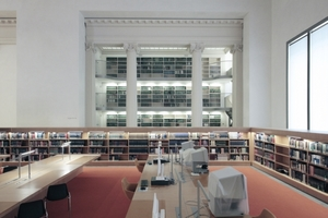 """Rara-Lesesaal mit """"Loge 1.3. Hier blickt man aus dem Neubau Lesesaal auf den Bestand des Altbaus."""