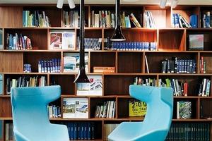 Ein breites Angebot an Sitzsituationen mit unterschiedlichsten Atmosphären bietet Aufenthaltsqualität für verschiedenste Anlässe<br />