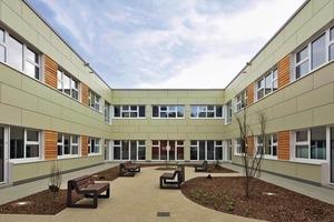 LVR-Klinik in Düren, ein Wohngebäude für 96 Bewohner, wie jedes der gezeigten Objekte ein Modulbau
