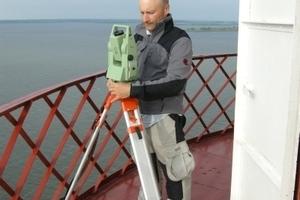 TUM-Architekt Andrij Kutnyi erforscht 2011 den Leuchtturm in der Djnepr-Mündung, erbaut von Vladimir G. Schuchov 1911.