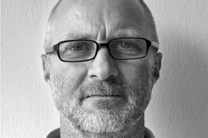 "<div class=""fliesstext_vita""><strong>Jürgen Butz</strong><br /></div><div class=""fliesstext_vita"">1955geboren in Kusel<br />1983-1990Studium an der Universität Kaisers-lautern<br />1990Diplom bei Prof. Mahler<br />1990-1994Freier Mitarbeiter bei Mahler Gumpp Schuster in Stuttgart<br />1995Büropartner AV 1 Architekten</div>"