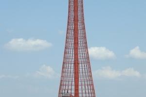 Leuchtturm in der Djnepr-Mündung, erbaut von Vladimir G. Schuchov 1911. Schuchov erfand die Gitterkonstruktion aus verdrehten, sich überkreuzenden Stabreihen.