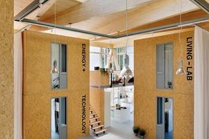 """<p><span class=""""ueberschrift_hervorgehoben"""">Die gemeinschaftlich genutzte Halle ist ein Außenraum im Innenraum und für die Bewohner Wohnraum, Küche, Eingang und Kommunikationsraum zugleich</span></p>"""