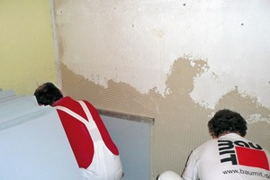 Die hohlraumfreie Verklebung an der Wand ermöglicht schnellen Wassertransport in die Kalziumsilikatplatte und verhindert die Schimmelbildung dahinter