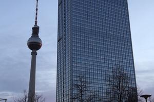 Veranstaltungsort: 37. Etage des Park Inn Radisson Hotels, 120 m über Berlin