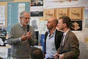 Preiserfinder und Juror und Verleiher in einer Person: Renzo Piano bei der Preisübergabe in Genua an Iotti + Pavarani
