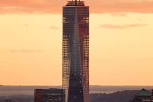 Bei Gegenlicht sichtbar: Die eigentliche Konstruktion liegt nun im Kern des Turmes