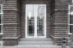 Nebeneingang Nordseite: denkmalgerechte Türen?