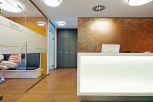 Im Forum K sind die Empfangsräume individuell eingerichtet. Nahezu alle Flächen im Ärztehaus sind mittlerweile vermietet
