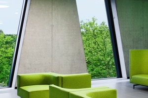 Die vertikalen Fensterbänder schaffen in den Innenräumen ungewöhnliche Ausblicke<br />