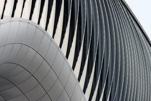 Die Fassade kann sich anpassen: an erforderliche Lichtbedingungen oder auch an bauphysikalische Gegebenheiten
