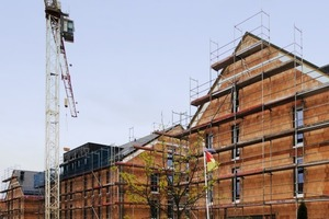 Einschaliges Mauerwerk kann gerade im mehrgeschossigen Wohnungsbau einen energetisch wertvollen Beitrag leisten, weil es zusätzlich zu seiner Dämmleistung über eine hohe Speicherfähigkeit verfügt<br />